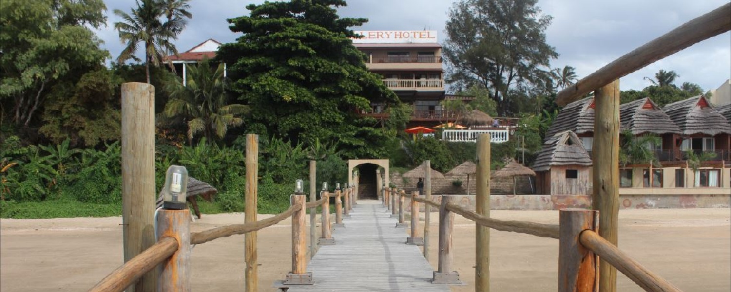 Catembe Gallery Hotel -view from jetty to hotel